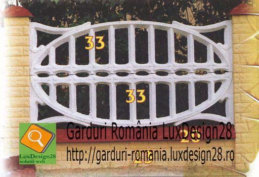 Panouri garduri delimitare proprietati - gard beton culori alb si visiniu